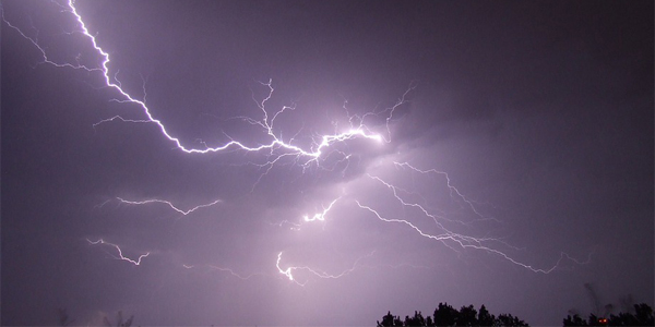 Can there be lightning without clouds
